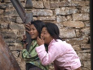 村祭り笑う女の子たちe.jpg
